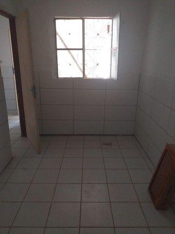 Aluga se uma casa com 2 quartos, cozinha, sala, garagem, wc e quintal toda na laje - Foto 4