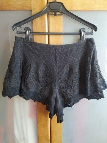 shorts preto rendado com forro e zíper invisível - Foto 2