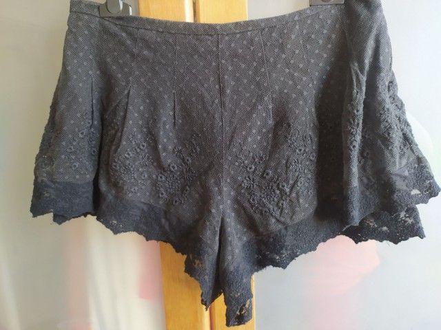 shorts preto rendado com forro e zíper invisível