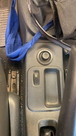 Logan 1,6  8V 4 Portas Completo  Todo Eletrico e Abs Muito novo - Foto 8