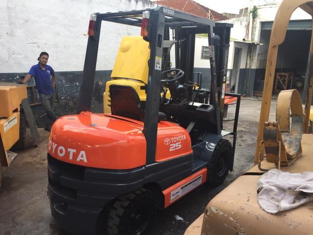 Empilhadeira Toyota 6fd25 diesel 2,5 ton triplex com deslocador !!! - Foto 3