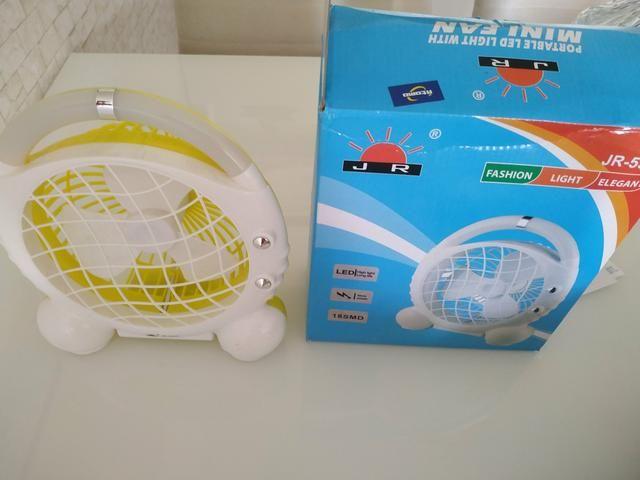 Mini ventilador portátil com luz de LED - Foto 2