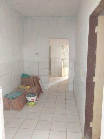 Aluga se uma casa com 2 quartos, cozinha, sala, garagem, wc e quintal toda na laje - Foto 5