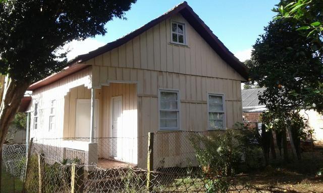 Casa Seminário Recém Reformada 6 peças e banheiro, terreno 10x15 (fundos)