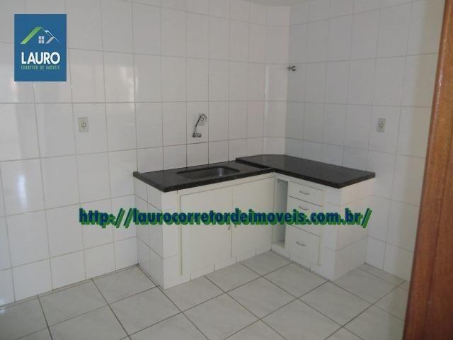 Apartamento com 02 qtos no 2° andar no Castro Pires - Foto 2