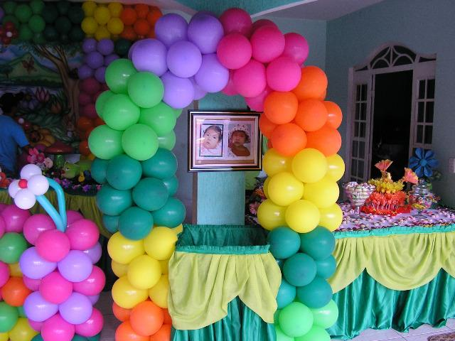 Tema de Primavera encantando em festas de aniversário das meninas