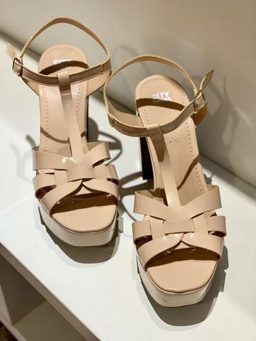 Sandália bege nude, salto groso - City Shoes - Foto 2