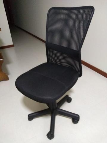 Mesa com duas gavetas e cadeira de rodinhas - Foto 2