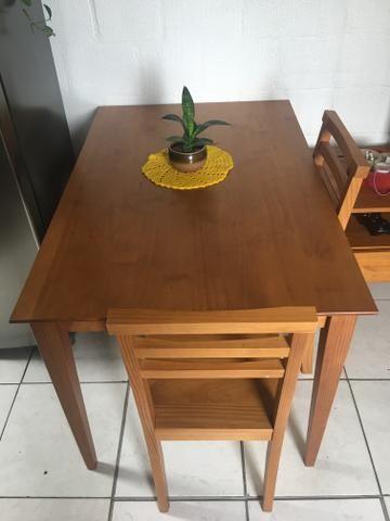 Mesa de jantar - 4 lugares - Madeira -Pé palito + 2 cadeiras