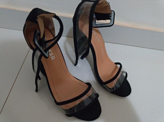 Sandália Salto alto tamanho 36 super nova - Foto 2