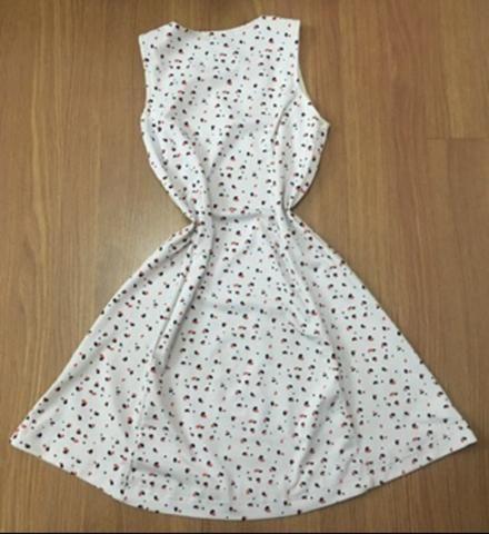 Vestido TAM M cor:White com detalhes laranja e Azul - Foto 2