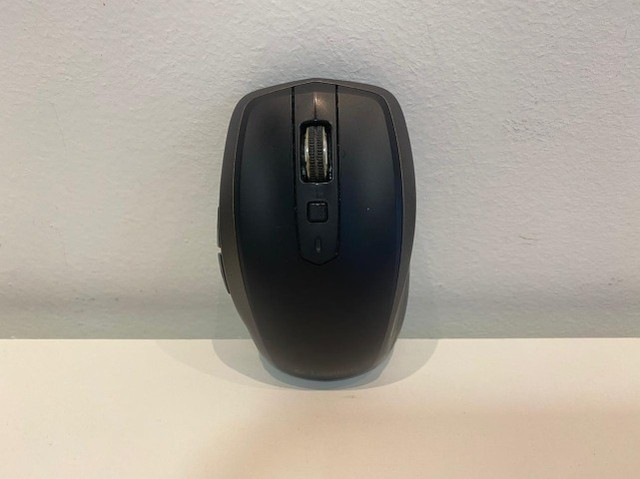 Teclado Sem Fio Iluminado Logitech K800 + Mouse Anywhere 2  - Foto 5