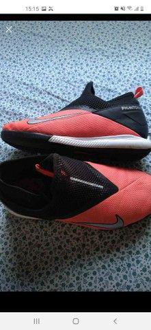 Chuteira salão Nike - Foto 5