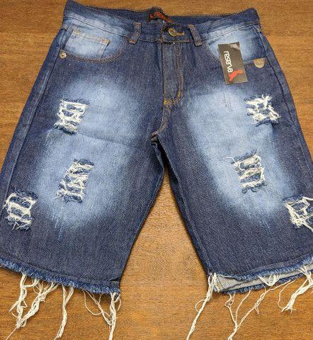 Bermudas jeans Masculinas modelos lisas e destroyed Tamanhos 38 a 42 - Foto 4