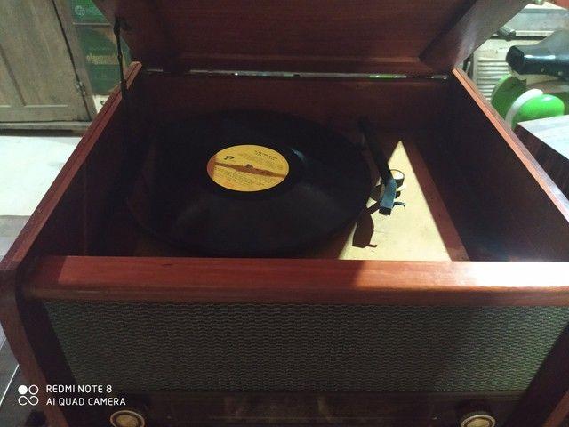 Rádio antigo de madeira - Foto 3