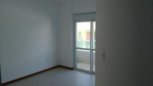 Novo apto 2 dormitórios sendo uma suíte e garagem