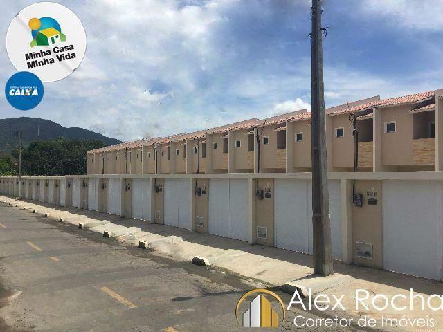 Casa duplex com 77m², 2 suítes e 3 banheiros, na Mucunã em Maracanaú