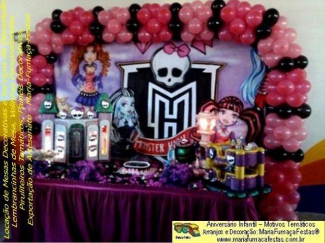 Decoração temática com radicalização das cores rosa com preto - Monster High
