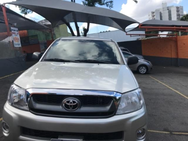 Hilux SRV 2.7 4x2 Gasolina manual. 2010