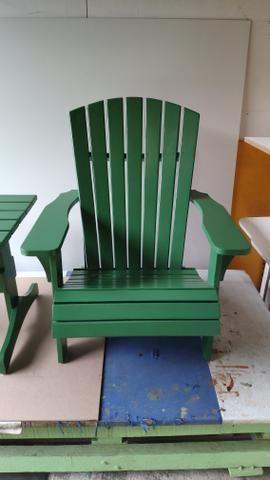 Conjunto de cadeira e mesa de centro