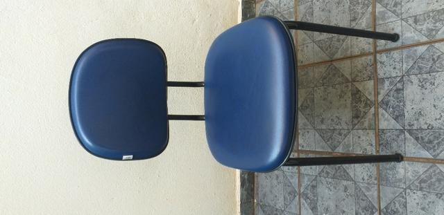 Cadeira Executiva Fixa no Courvin Azul