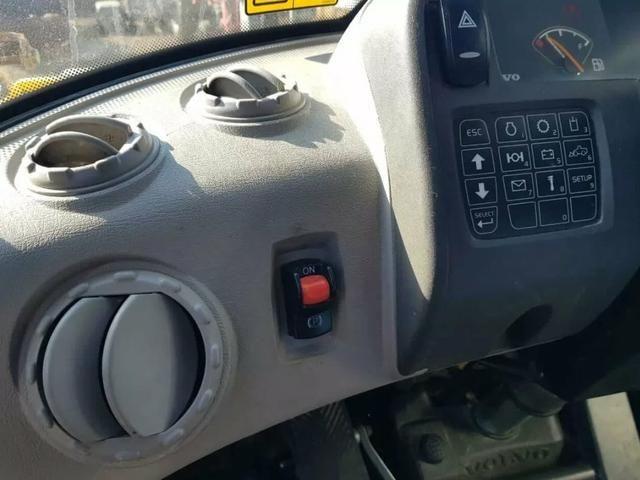 Pá Carregadeira Volvo L70f - Foto 5