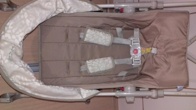 Vendo carrinho de bebê passeio - Foto 6