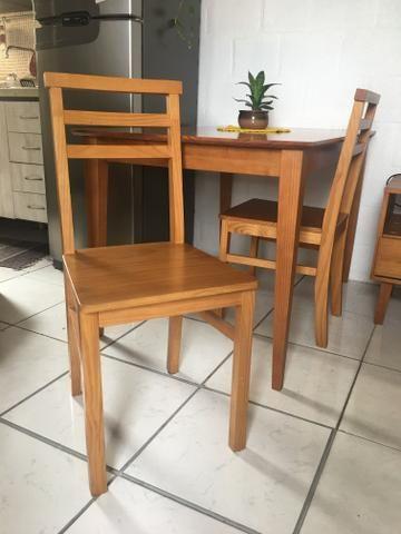 Mesa de jantar - 4 lugares - Madeira -Pé palito + 2 cadeiras - Foto 4