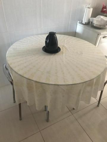 Mesa Redonda de Vidro com 2 cadeiras - Foto 2