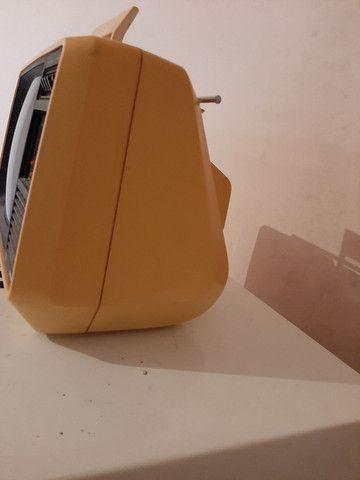 Televisão antiga funcionando  ou para decoração  - Foto 3