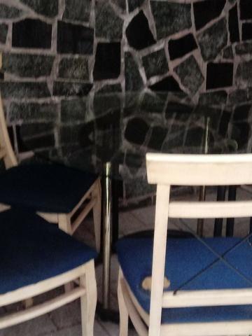 Mesa estilosa de vidro grosso + 4 cadeiras lindas. Ac Cartão.Frete barato - Foto 2