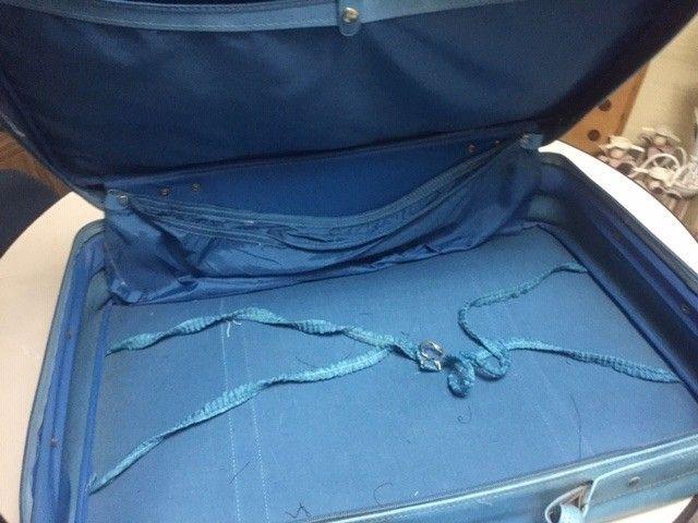 mala de roupas antiga em couro legitimo azul - Foto 3