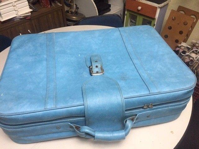 mala de roupas antiga em couro legitimo azul - Foto 2