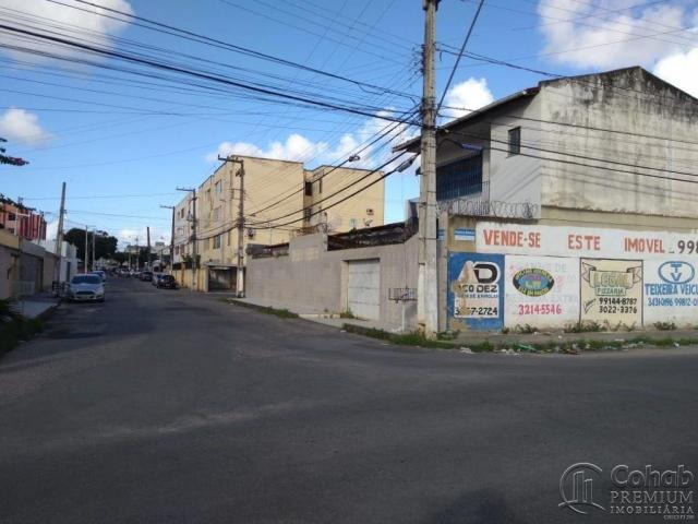 CASA COMERCIAL NO BAIRRO LUZIA, PROX AO SPAZIO ACQUA.