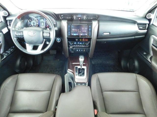 Toyota Hilux SW4 SRV 2.8 Diesel - Foto 13