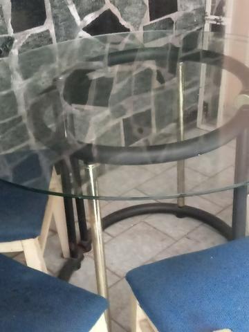 Mesa estilosa de vidro grosso + 4 cadeiras lindas. Ac Cartão.Frete barato - Foto 5
