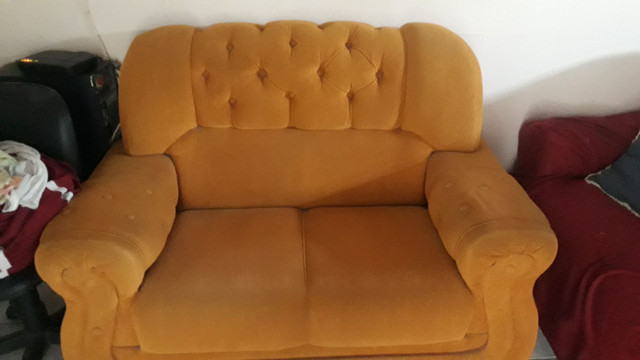 Sofa semi novo, usado apenas com capa! - Foto 2