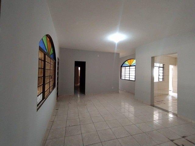 Linda Casa Amambai Próxima do Centro com 4 Quartos**Venda** - Foto 12