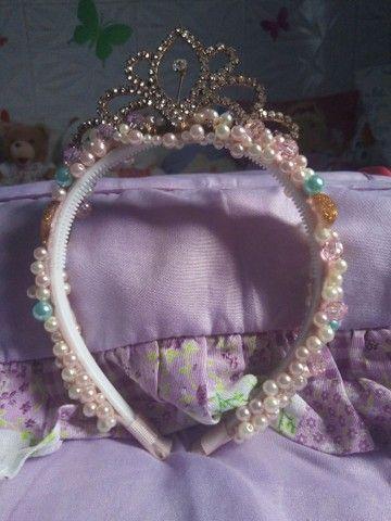 conjunto saia e blusa Petite cherie tamanho 6 anos e Acompanha tiara princesa - Foto 2