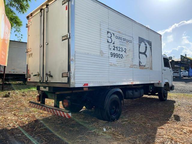 Caminhão 8-150 ano 2004 com baú Frigorífico - Foto 3