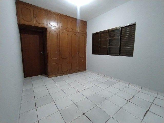 Linda Casa Amambai Próxima do Centro com 4 Quartos**Venda** - Foto 8