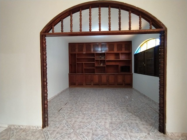 Linda Casa Amambai Próxima do Centro com 4 Quartos**Venda** - Foto 5