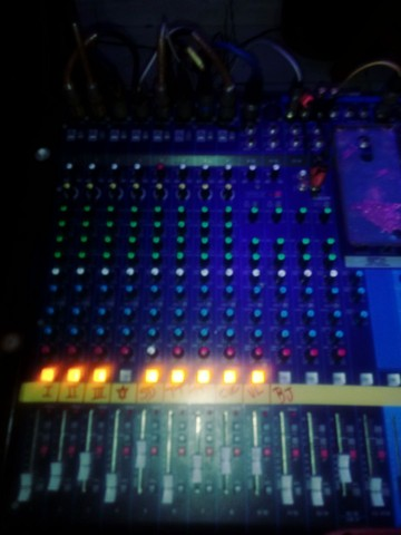 Mesa de Som Yamaha 16 canais 4 aux. - Foto 2