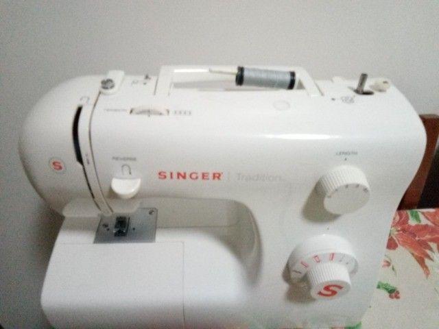 Máquina de Costura Singer Tradition 2250 220v - Foto 5