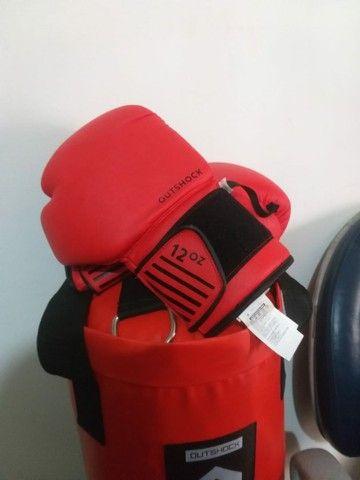 Saco de boxe com luvas novo