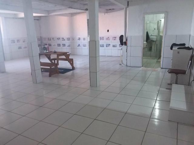 Depósito com escritório, cozinha, garagem e banheiro
