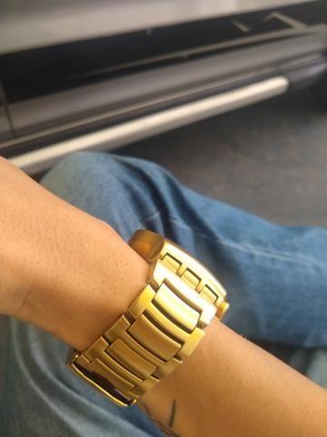 a172f6baaa5 Relógio swatch dourado cara branca - Bijouterias