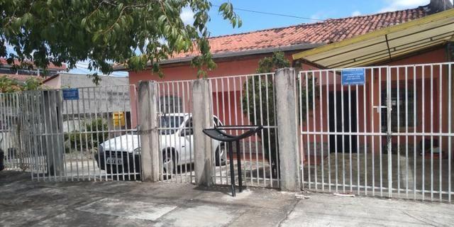 Terreno com 3 casas na Fazendinha em ótimo local 379.000 - Aceita carta e carro - Foto 2