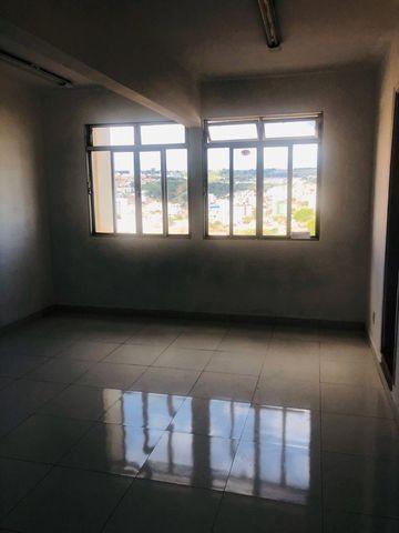 Excelente sala comercial no centro de Patos de Minas. Perto do Banco do Brasil - Foto 6