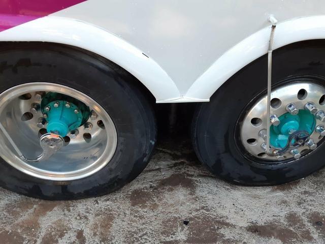 Vendo 8 rodas de alumínio ( 1100x20) - Foto 4